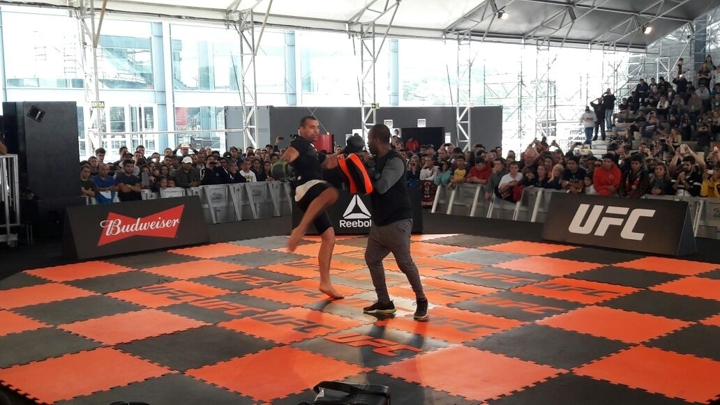 Shogun treina com Rafael Cordeiro para luta no UFC 198