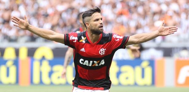 Diego levou o terceiro cartão amarelo contra o Santos e desfalca o Flamengo