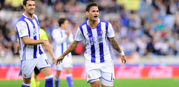 Willian José comemora gol da Real Sociedad diante do Valencia