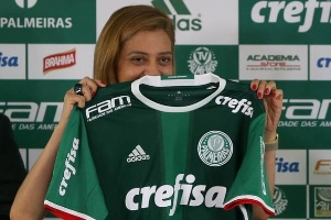 4be93cf0eec Falta assinar  Palmeiras e Crefisa acertam detalhes finais sobre renovação