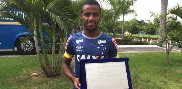 Elber completou 100 jogos com a camisa do Cruzeiro nesta temporada