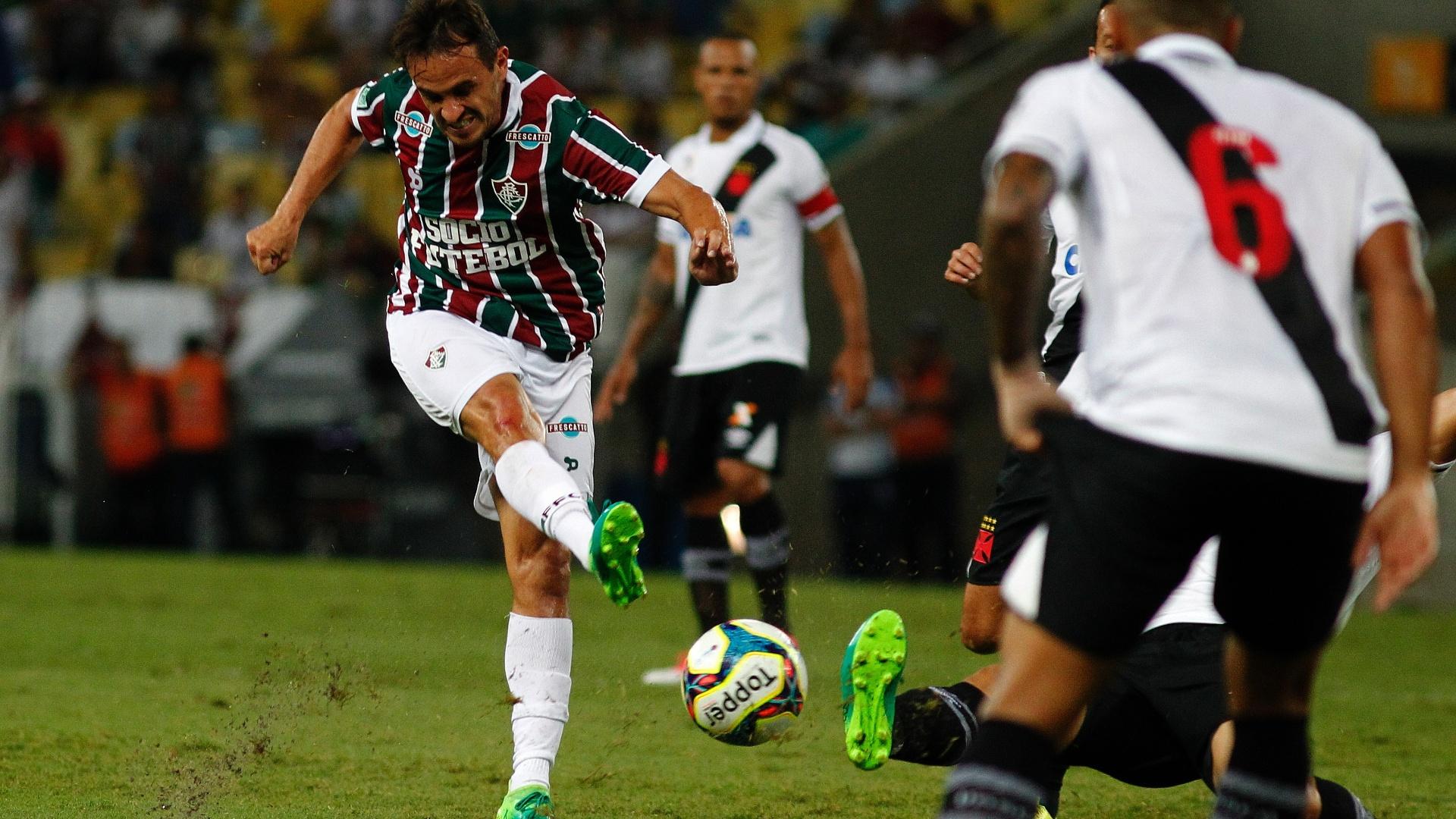 Lucas arrisca chuta em jogo Fluminense x Vasco pela semifinais do Campeonato Carioca 2017
