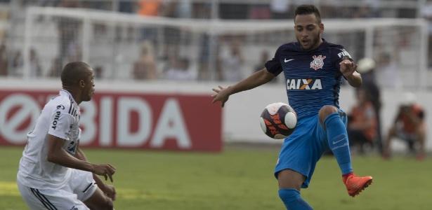 Maycon, do Corinthians, disputa com Nino Paraíba, da Ponte: rivais na final