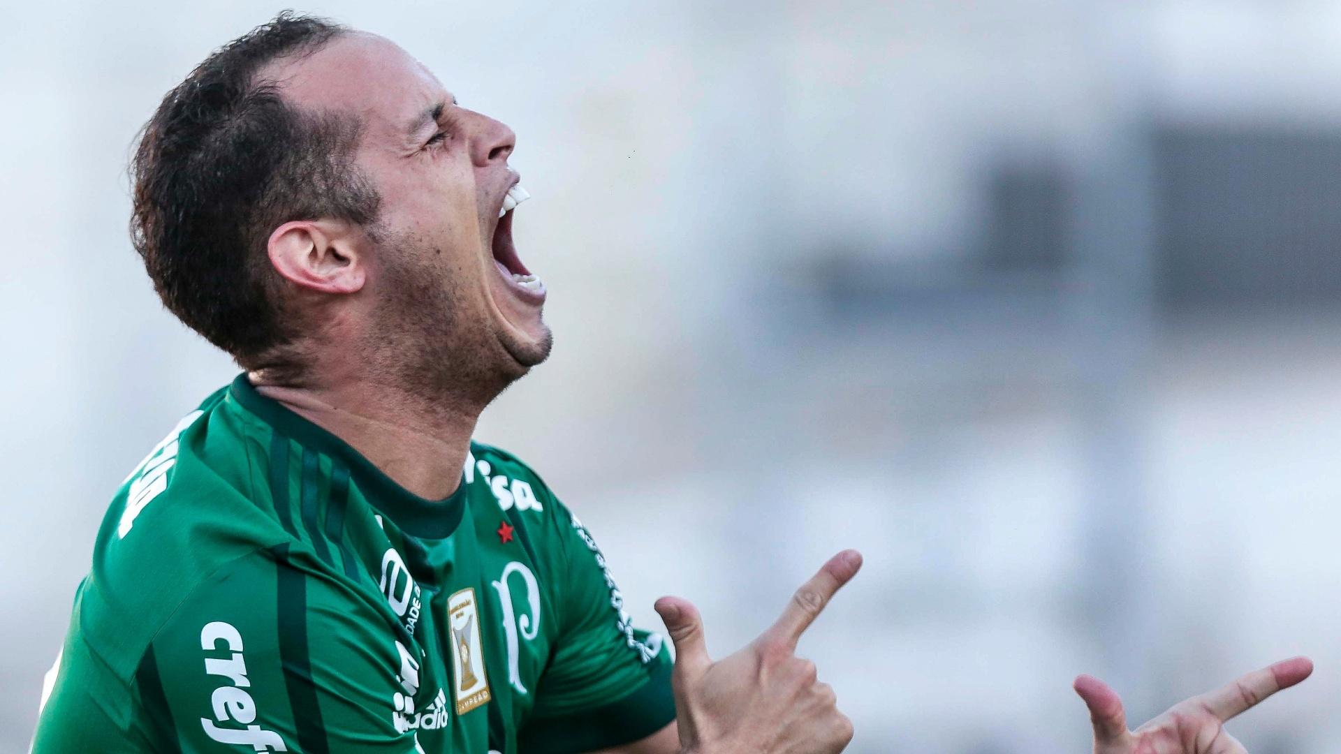 Guerra comemora o primeiro gol do Palmeiras sobre a Ponte Preta
