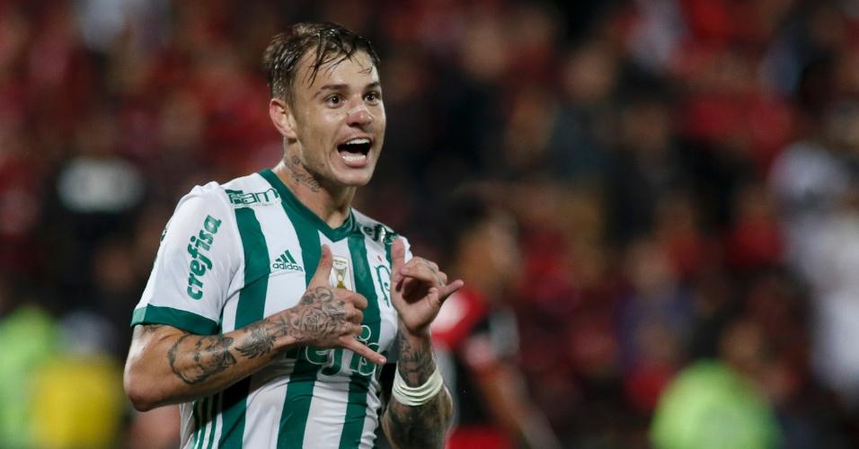 Roger Guedes comemora segundo gol do Palmeiras contra o Flamengo