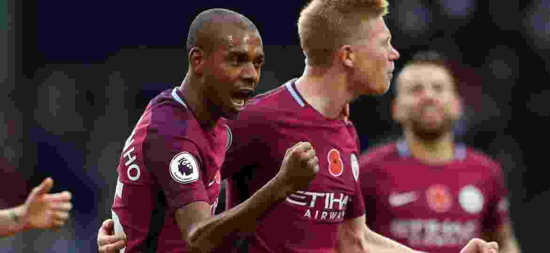 Fernandinho comemora seu gol para o City contra o West Bromwich - Andrew Boyers/Reuters