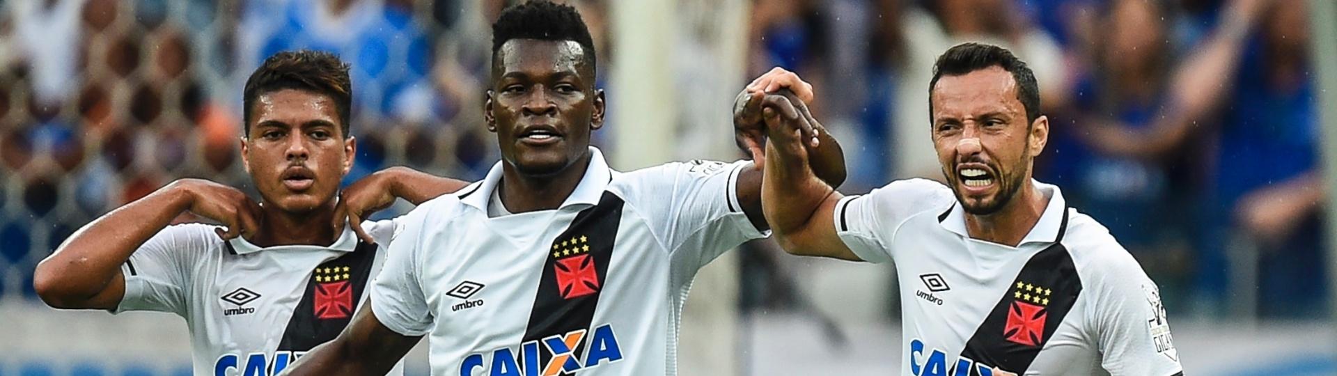 Paulão comemora gol do Vasco contra o Cruzeiro