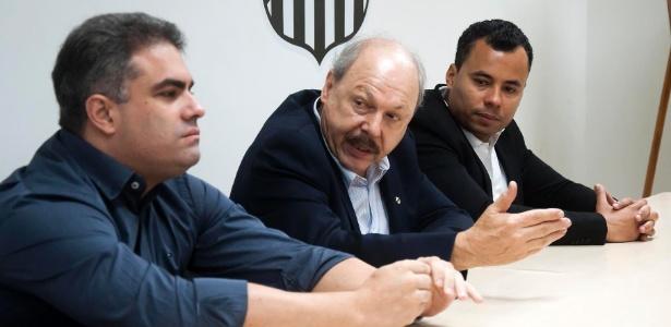 Descontente, Rollo (à esquerda) tira dúvidas sobre pedido de licença da vice-presidência