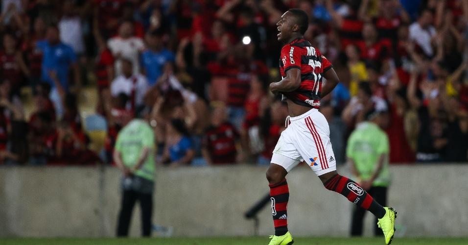 Marlos comemora gol pelo Flamengo; ele não marcava há mais de dois anos