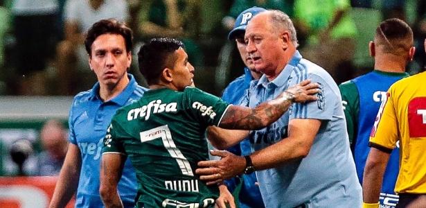 Dudu comemora com Felipão após abrir o placar pelo Palmeiras contra o Santos