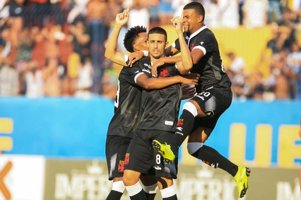 Vasco vence Madureira sob forte calor do Rio na estreia no Carioca -  19 01 2019 - UOL Esporte e53a38ccd5605