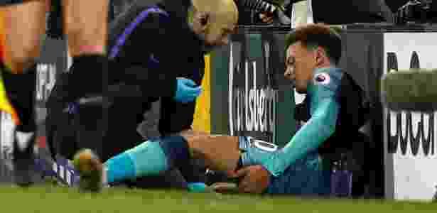 Meia sentiu a coxa na vitória fora de casa sobre o Fulham - Adrian Dennis/AFP