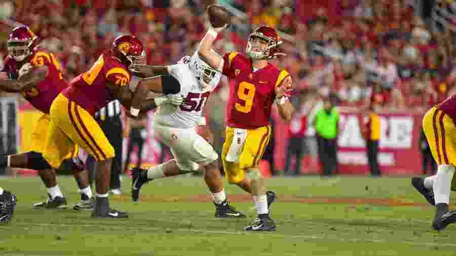 Partida de futebol americano universitário entre USC Trojans e Stanford foi disputada no Coliseum - Reprodução/Twitter/USC Trojans