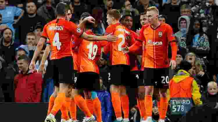 Jogadores do Shakhtar comemoram gol de Solomon sobre o Manchester City - Andrew Yates/Reuters