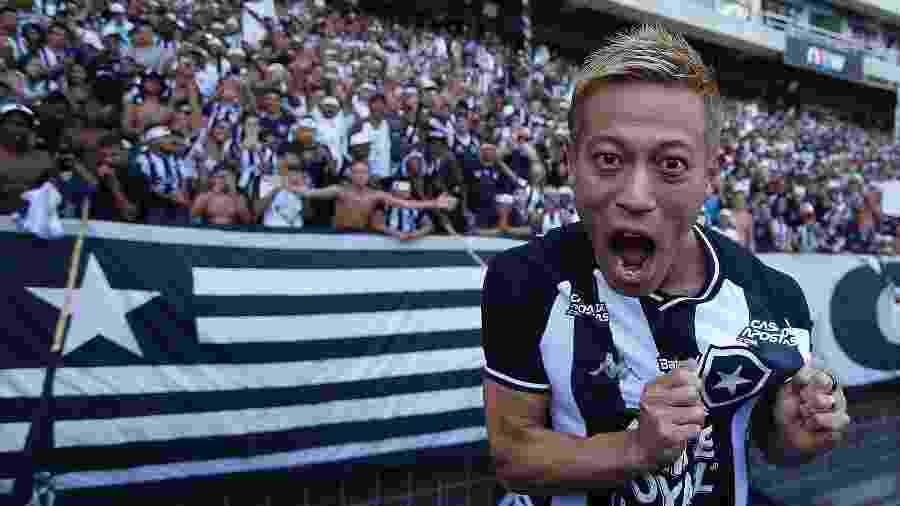 Honda se mostrou muito focado no trabalho e irreverente nas redes sociais em seus primeiros dias de Botafogo - Vitor Silva/BFR