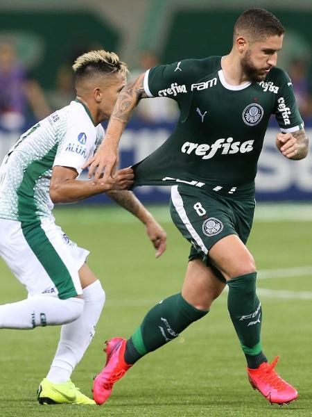 Zé Rafael carrega a bola na partida entre Palmeiras x Guarani - Cesar Greco/Ag. Palmeiras