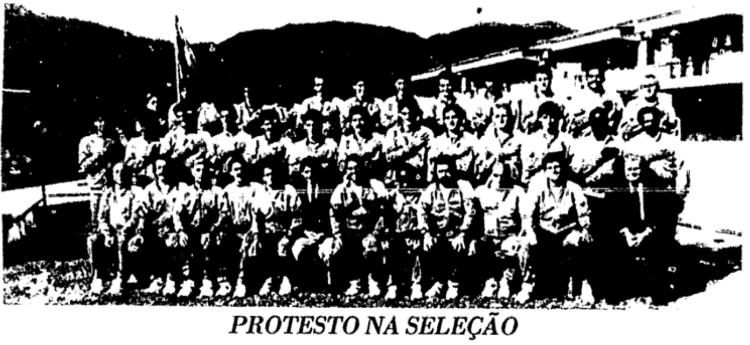 Jogadores da seleção brasileira fazem protesto em 1990 - Reprodução/Folha de S.Paulo - Reprodução/Folha de S.Paulo