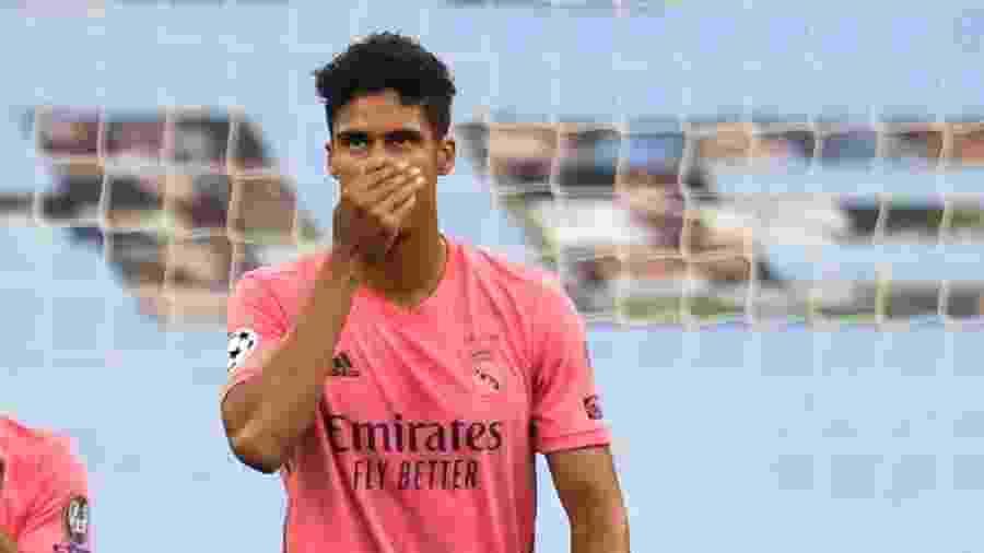 Varane falhou nos dois gols do Manchester City - PETER POWELL / POOL / AFP