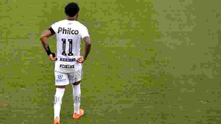 Atacante Marinho está de volta ao Santos contra o Fluminense após se recuperar de lesão - Bruno Ulivieri/AGIF