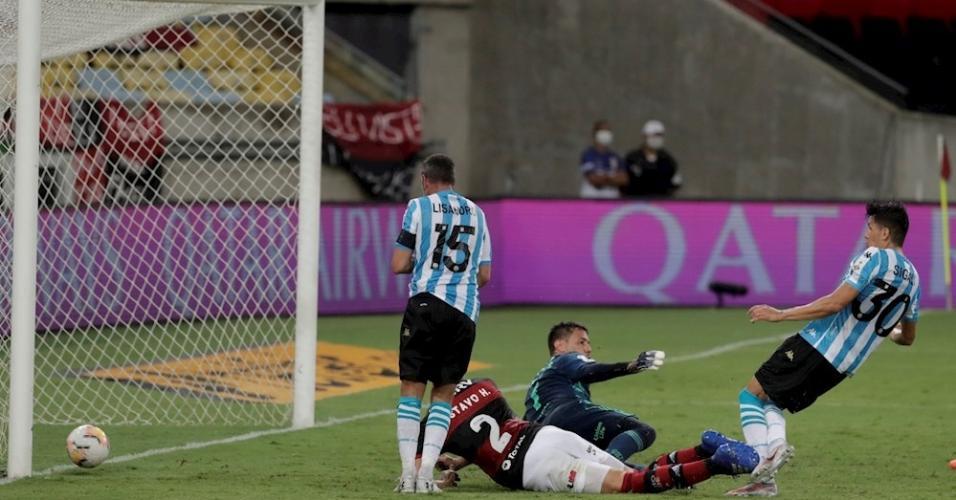 Sigali, do Racing, marca gol contra o Flamengo pela Libertadores