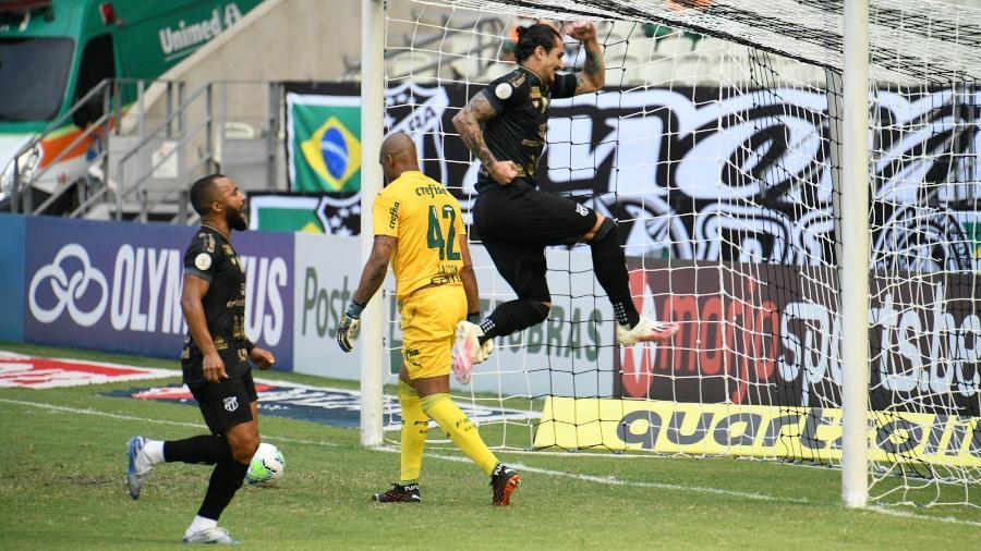 Vina comemora segundo gol do Ceará contra o Palmeiras, pelo Brasileirão  - Kely Pereira/AGIF