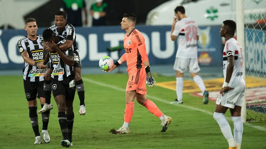 Matheus Babi comemora gol do Botafogo contra o São Paulo - Jorge Rodrigues/AGIF