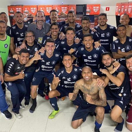Jogadores do Remo comemoram vitória no vestiário do Rei Pelé, em Maceió - Ascom/Remo