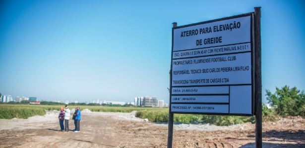 Entrada do CT do Fluminense, na Barra da Tijuca, indica obras no local