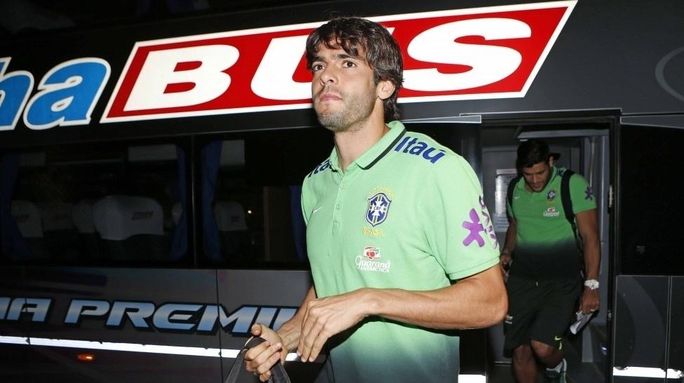 Kaká chega com a seleção a Buenos Aires para partida contra a Argentina pelas Eliminatórias
