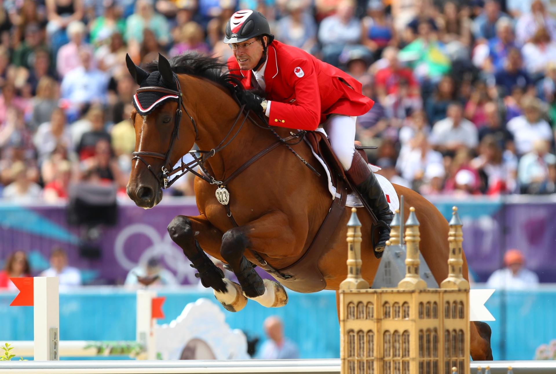 08.ago.2012 - Ian Millar se apresenta na prova de saltos do hipismo durante os Jogos Olímpicos de Londres