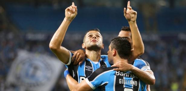 Bobô comemora gol marcado para o Grêmio sobre o Brasil de Pelotas