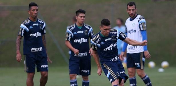 Dracena participou do primeiro treino do Palmeiras em Atibaia, na segunda-feira