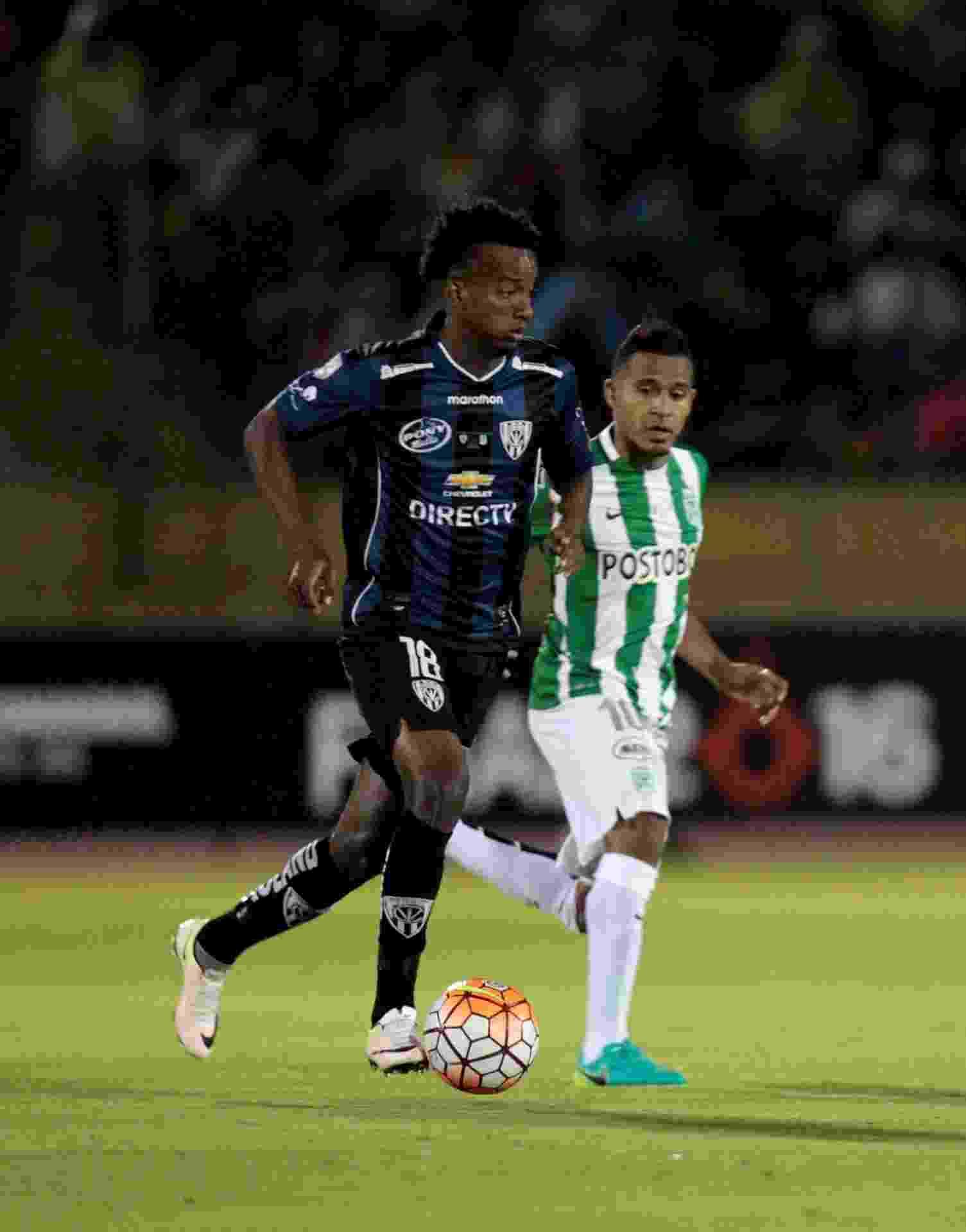Jefferson Orejuela, em ação pelo Independiente del Valle contra o Atlético Nacional - REUTERS/Guillermo Granja