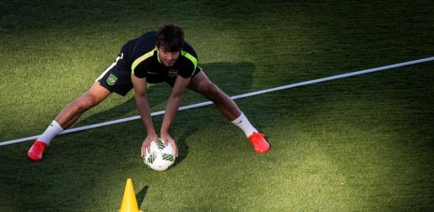 Rodrigo Caio durante treino da seleção olímpica