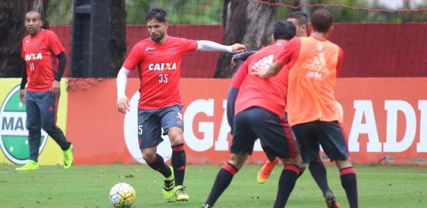 Diego teve participação discreta no treino desta quinta-feira (11)