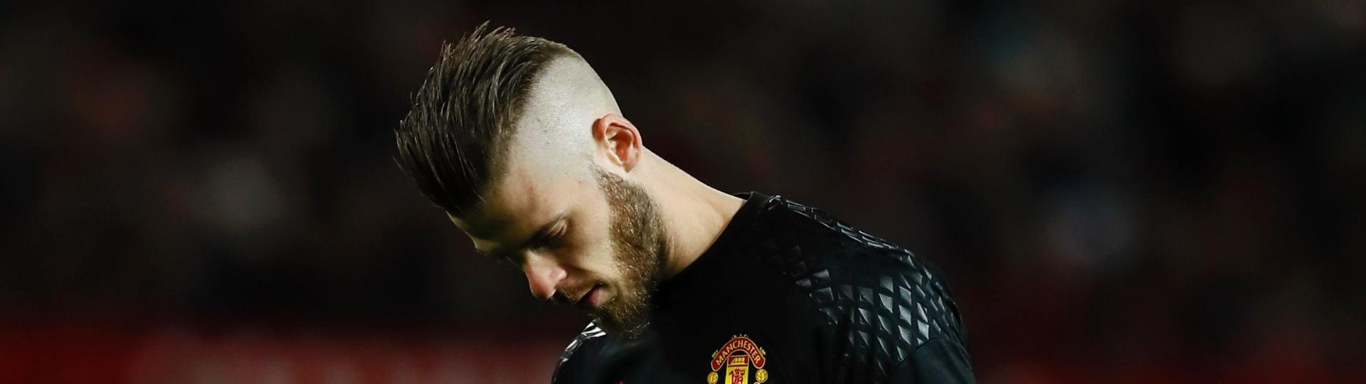 O goleiro do Manchester United, De Gea, se lamenta após sofrer o gol do Everton