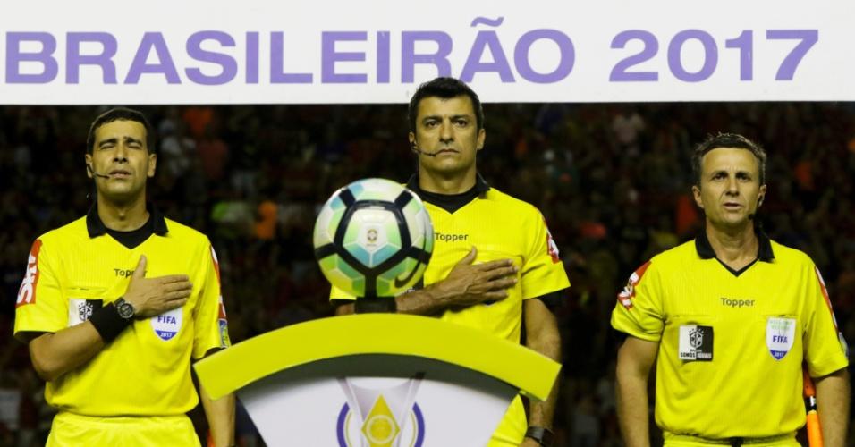 O trio comandado por Sandro Meira Ricci apita o confronto entre Sport e Vasco