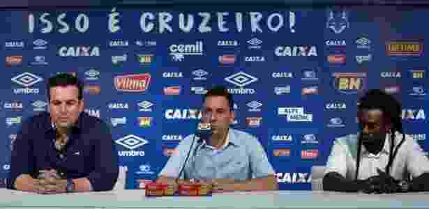 Klauss Câmara (centro) deixará o Cruzeiro ao fim da temporada, como aconteceu com Tinga e Bruno Vicintin (à dir.) - Cristiane Mattos/Light Press/Cruzeiro