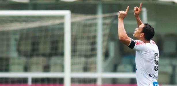 Atacante Ricardo Oliveira tem contrato com o Santos até o fim deste mês