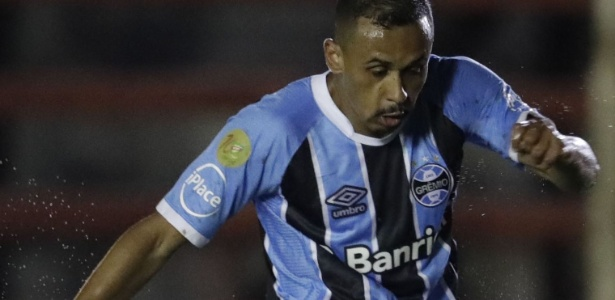 Grêmio adicionou patch em alusão ao centenário da FGF na manga de seu uniforme