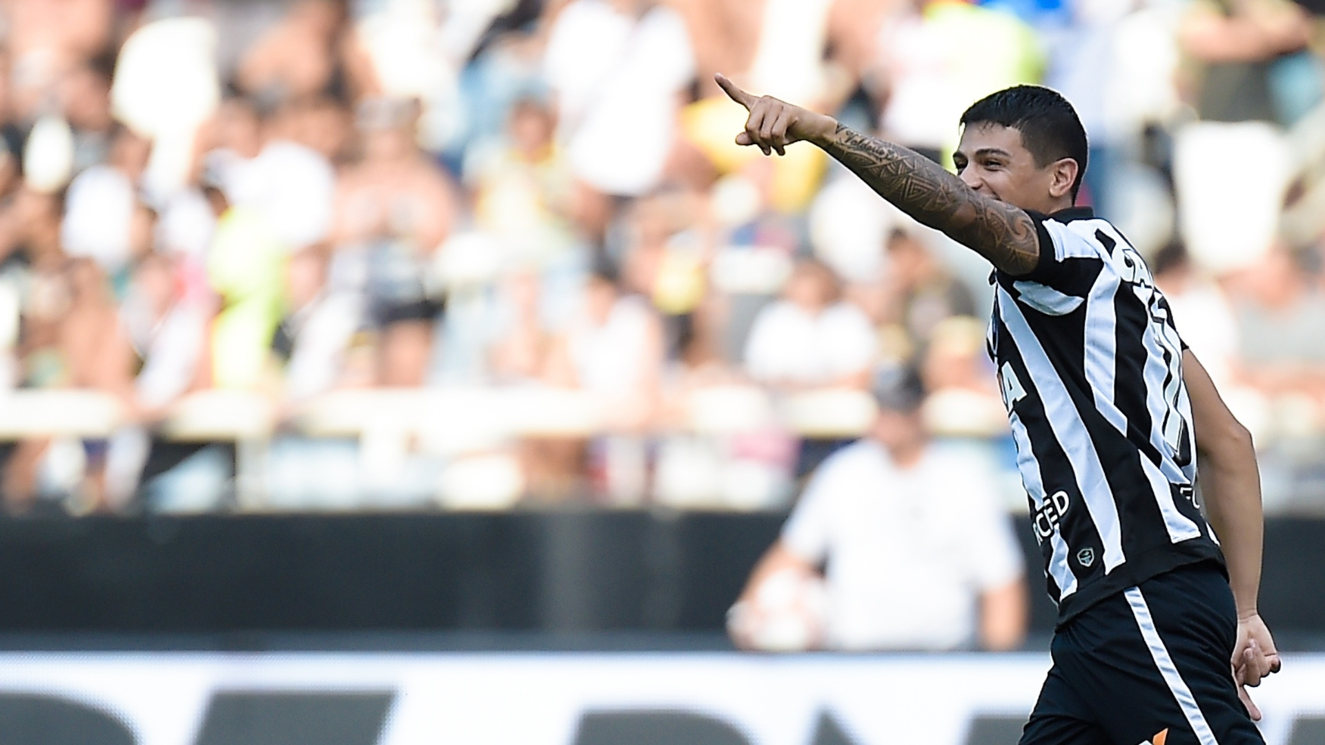 Renatinho comemora gol do Botafogo contra o Vasco no Campeonato Carioca