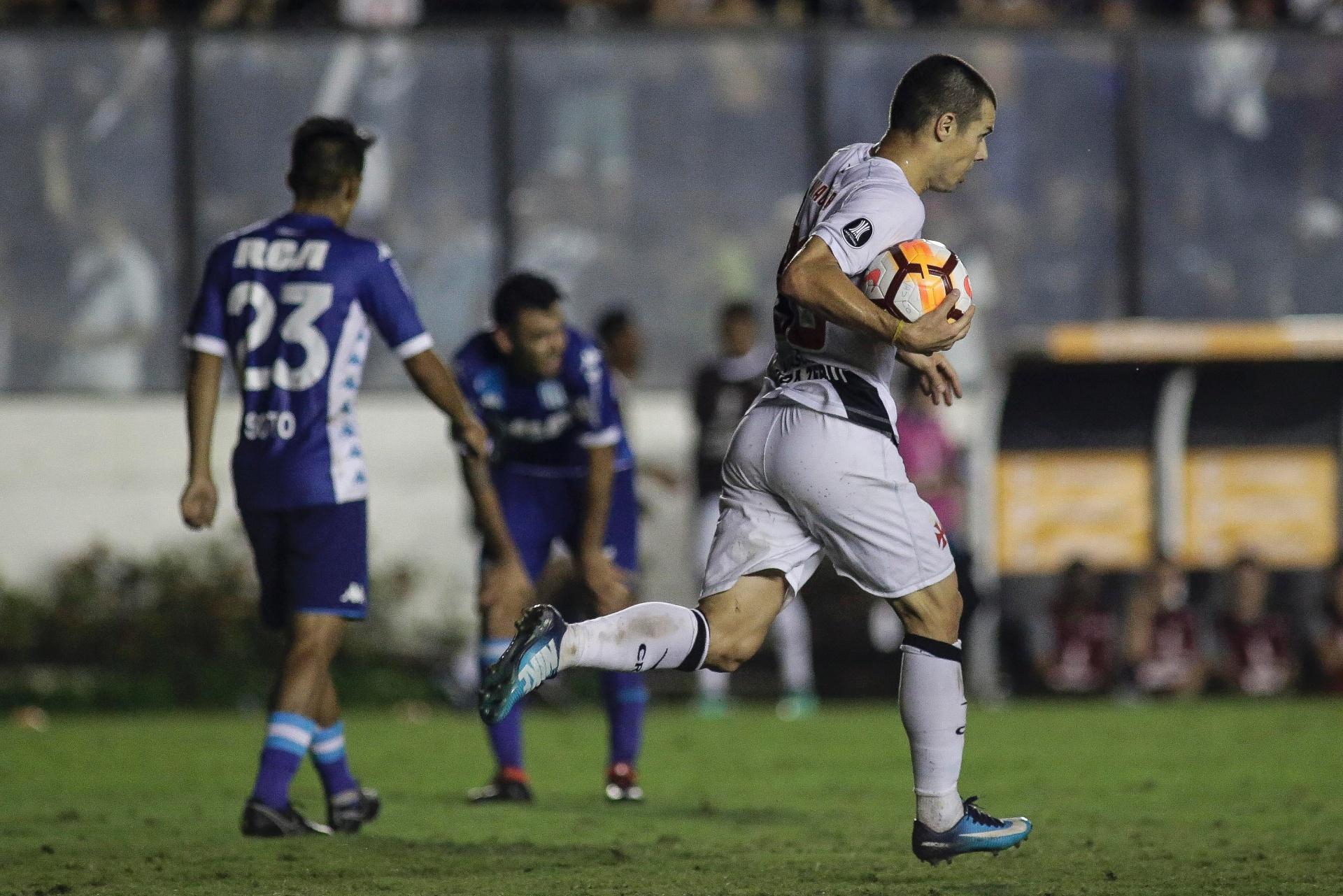 Vasco busca o empate contra o Racing e ainda respira na Libertadores -  26 04 2018 - UOL Esporte b63272ec2dbe8