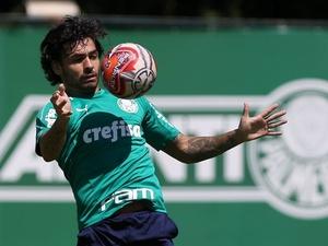 Ricardo Goulart faz primeiro treino com bola sem restrições no Palmeiras 5ad8cd178c048