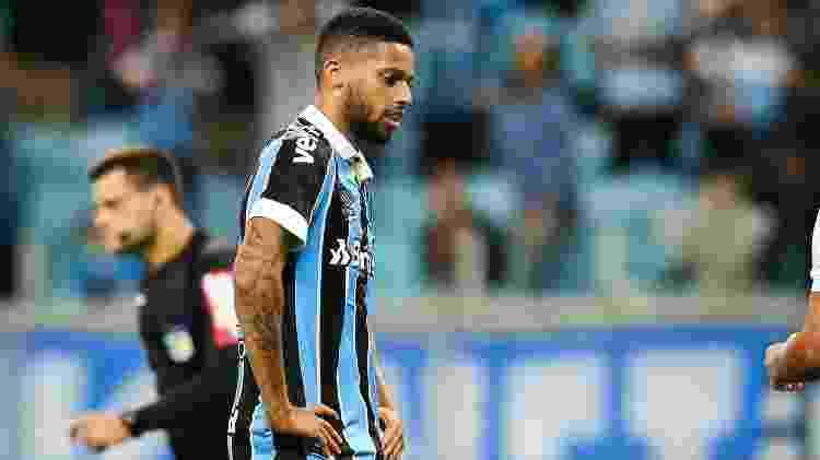 André lamenta após desperdiçar pênalti pelo Grêmio - Pedro H. Tesch/AGIF - Pedro H. Tesch/AGIF