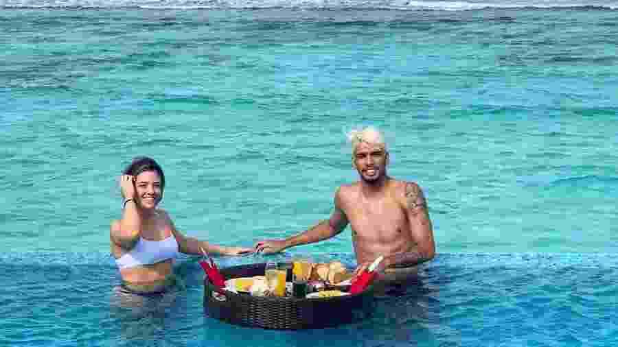Lucas Paquetá com a mulher, Duda Fournier, nas Maldivas - Reprodução/Instagram