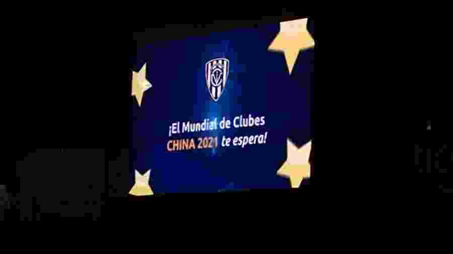 Telão do estádio Nueva Olla mostra os parabéns da Conmebol por vaga do Independiente Del Valle - Arquivo Pessoal