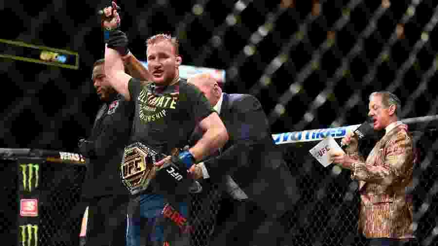Justin Gaethje derrotou Tony Ferguson no UFC 249 e conquistou o cinturão dos leves - Douglas P. DeFelice/Getty Images