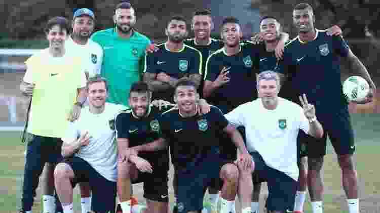 Gabigol (ao centro) com Odair Hellmann (dir.) na Rio-2016; dupla faturou inédito ouro olímpico - Lucas Figueiredo/CBF - Lucas Figueiredo/CBF