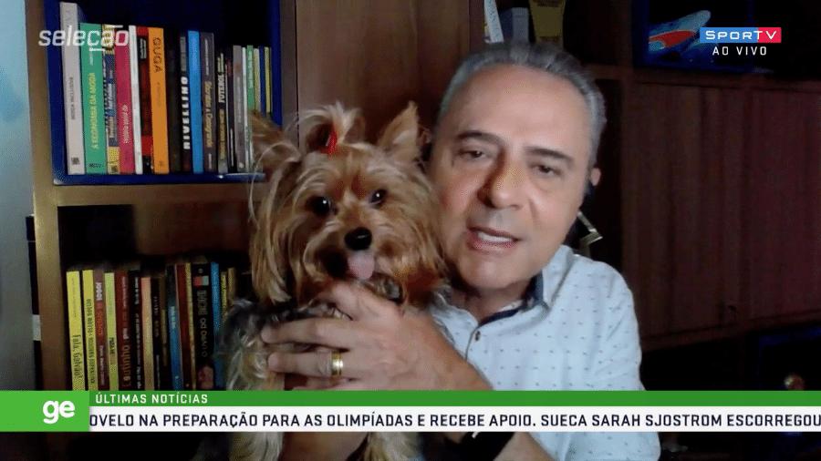 """Cachorra de Luís Roberto invade o """"Seleção SporTV"""" e gera brincadeiras entre os participantes do programa - Reprodução / SporTV"""