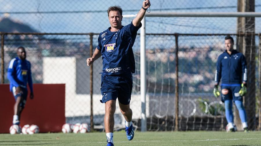 Técnico do Cruzeiro tenta fazer com que o time celeste se adapte o mais rápido às mudanças táticas - Gustavo Aleixo/Cruzeiro